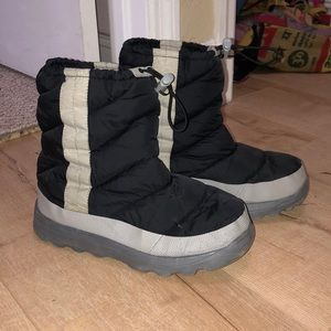 Girls Black Snowboots